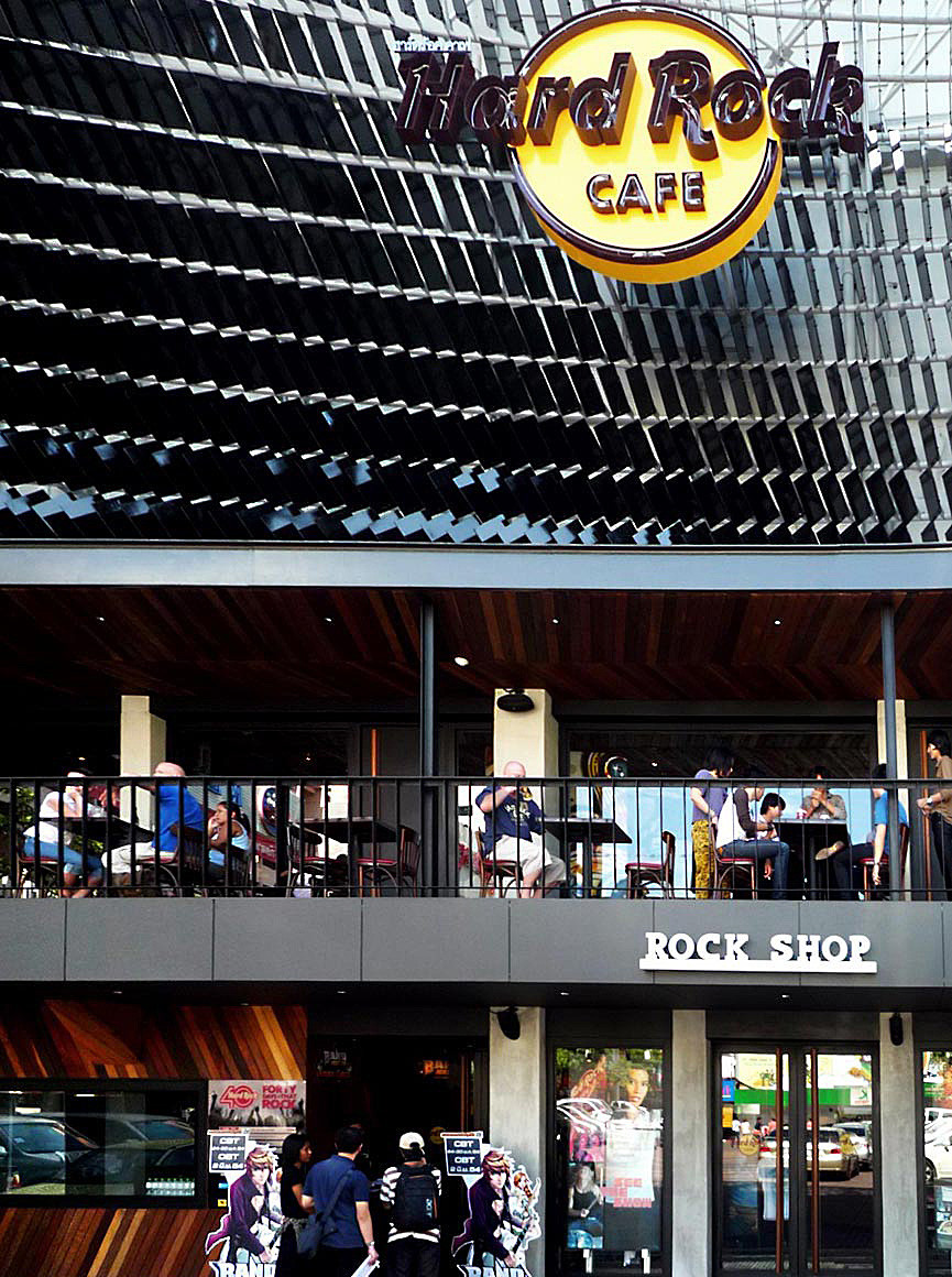 Hard Rock Cafe Facade / Architectkidd, Courtesy of  architectkidd