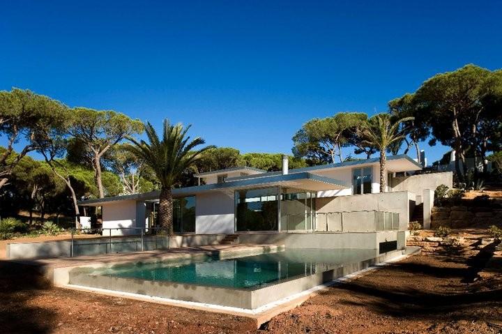 House in Vilamoura / Pedro Rogado with Vasco Mendia, © FG+SG – Fernando Guerra