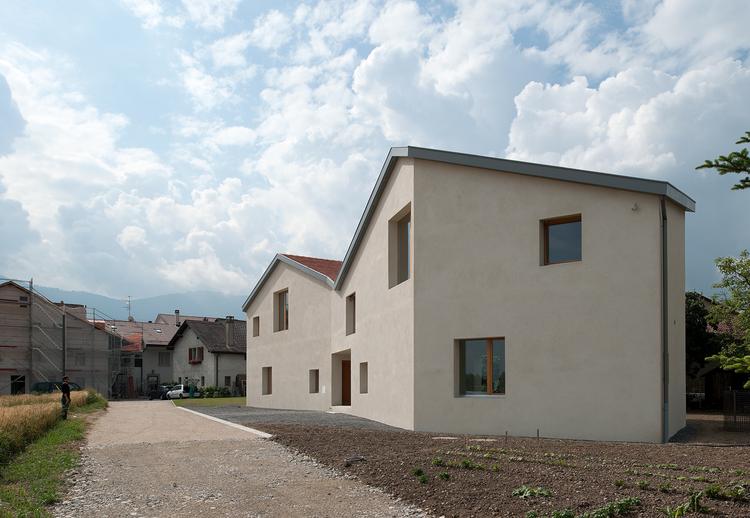 Mitoyennes Residence / LRS Architects, © Thomas Jantscher