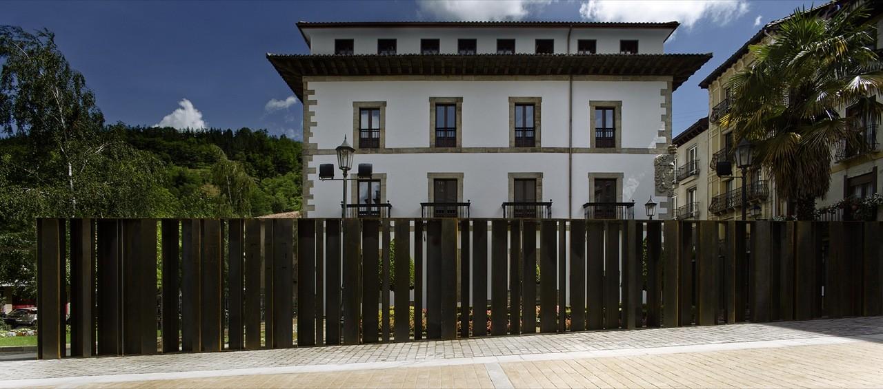 Redefinition of the Closing of Yrizar Palace Garden / VAUMM, © Aitor Ortiz