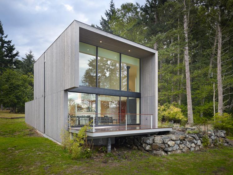 Doe Bay Cabin / Heliotrope Architects, © Benjamin Benschnieder