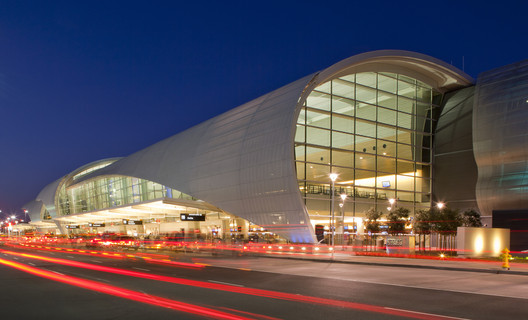 Norman Y. Mineta San Jose International Airport Terminal B / Fentress Architects