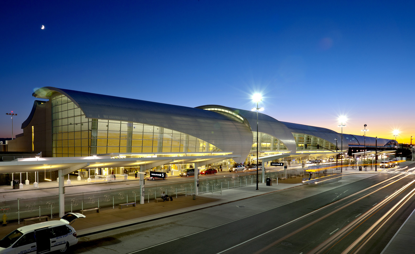 Norman Y. Mineta San Jose International Airport Terminal B,© Ken Paul