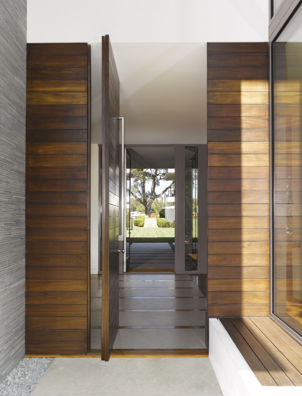 Gallery of brentwood residence belzberg architects 8 for Hall entrance door designs