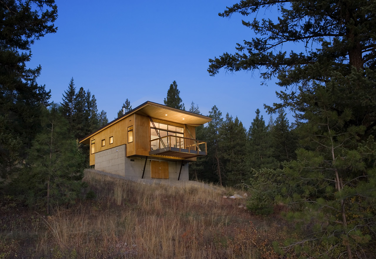 Pine Forest Cabin / Balance Associates Architects, © Steve Keating Photography