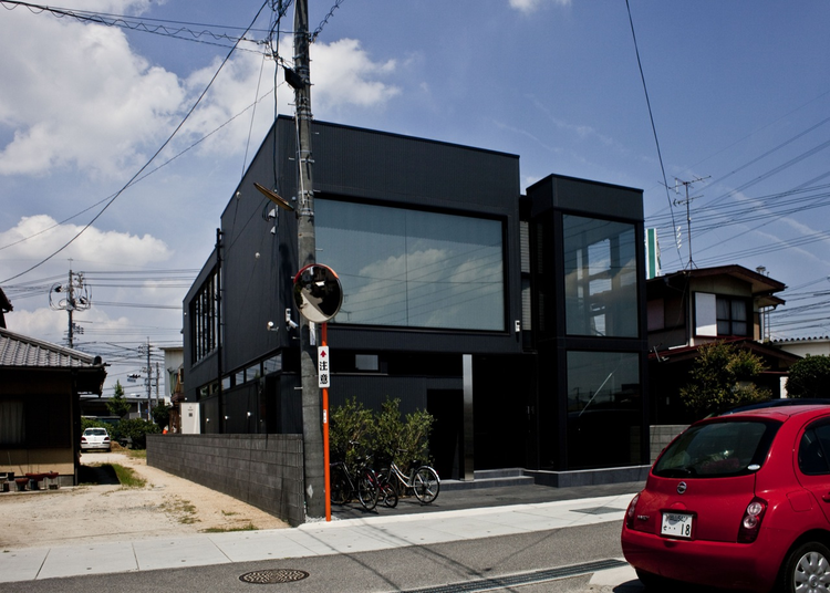 Black slit house / THREE.BALL.CASCADE., Courtesy of THREE.BALL.CASCADE.