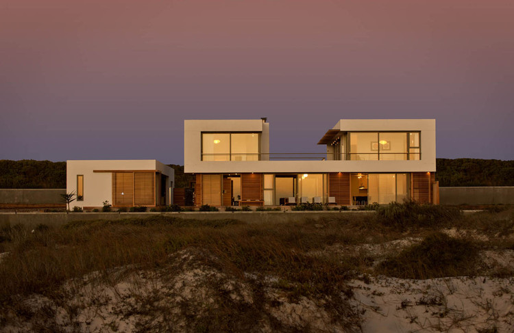 Big Bay Beach House / COA with  + Fuchs, Wacker Architekten, Courtesy of COA