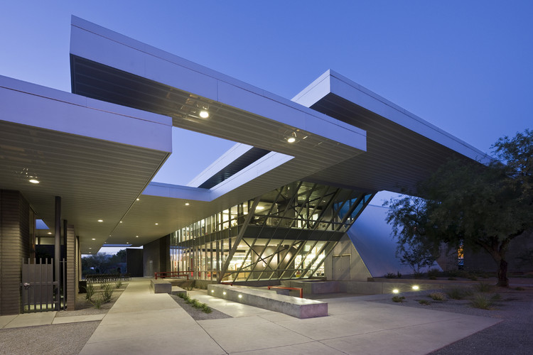 University of Arizona Poetry Center / Line and Space, © Robert Reck