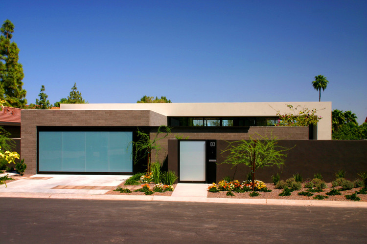 Lake Residence / Architekton