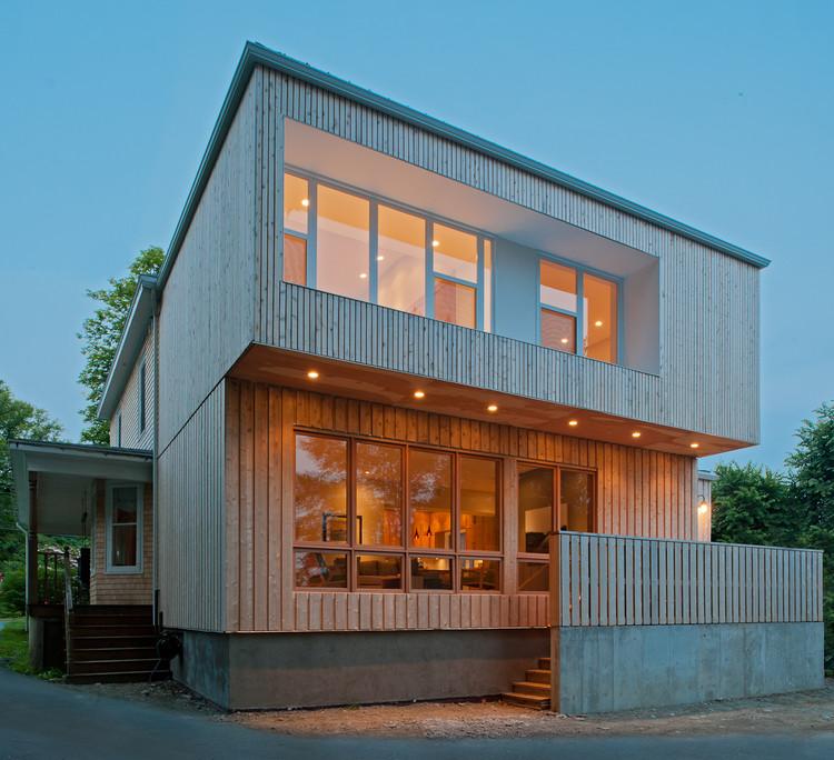Cedar House / Omar Gandhi Architect, © Greg Richardson Photography