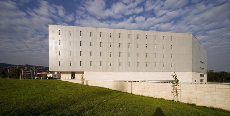 Regional Library and Knowledge Center / Török és Balázs Építészeti Kft., © Tamás Bujnovszky
