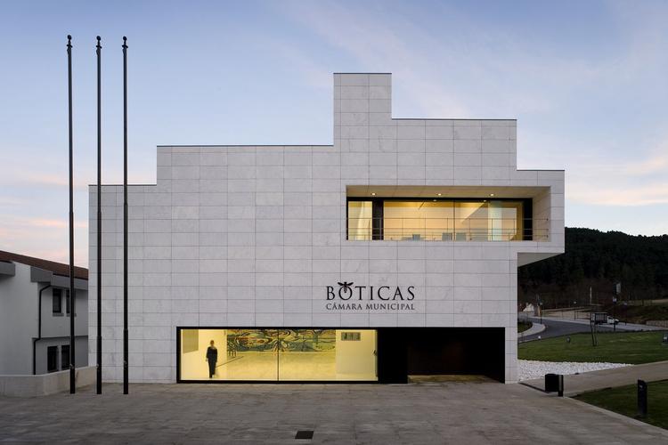 0178CMBT Boticas Town Hall / Belém Lima Architects, © Fernando Guerra |  FG+SG