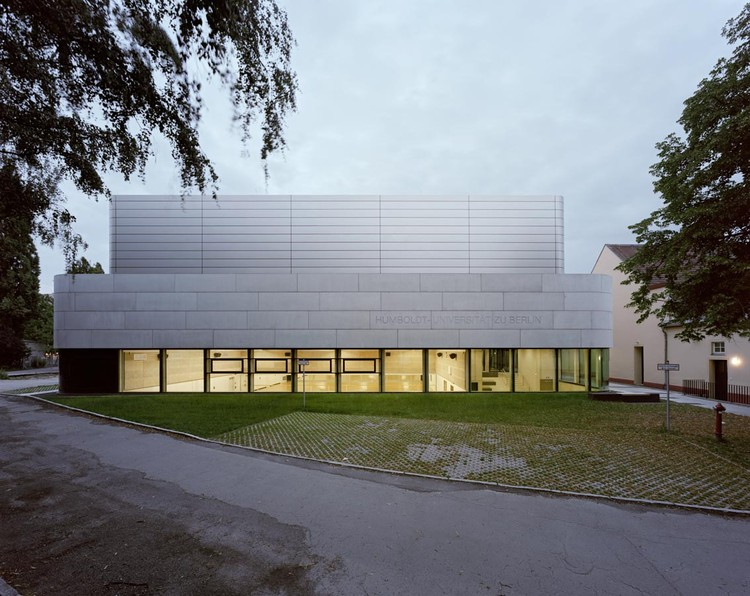 Research & Sports Hall of Humboldt University / Scheidt Kasprusch Architekten, © Rainer Gollmer