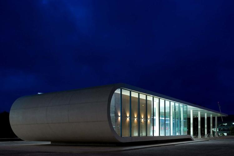 Bus Station of Rio Maior / Domitianus Arquitectura, © Fernando Guerra |  FG+SG