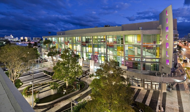 Movies At Long Beach Town Center