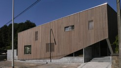 A Wood Screen for Dinant Road / Corbacreative
