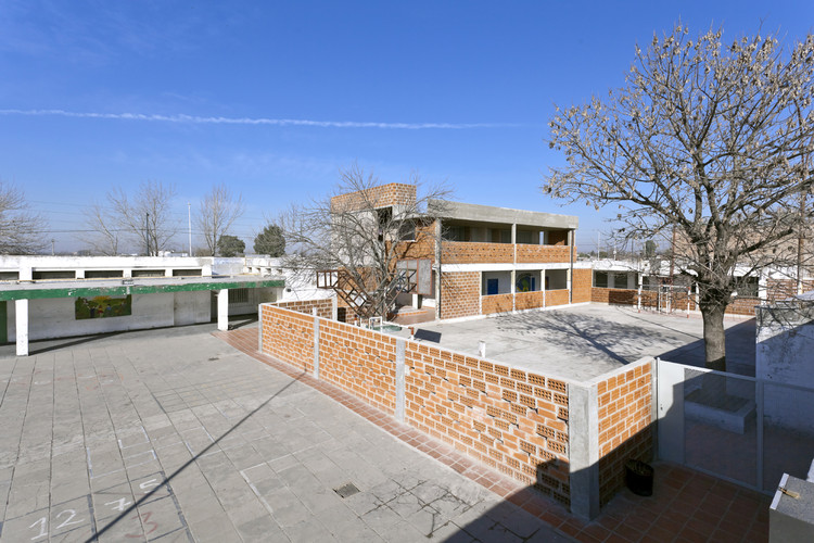 Serrano Public School / Estudio Arzubialde, © Walter Salcedo-Franco Piccini