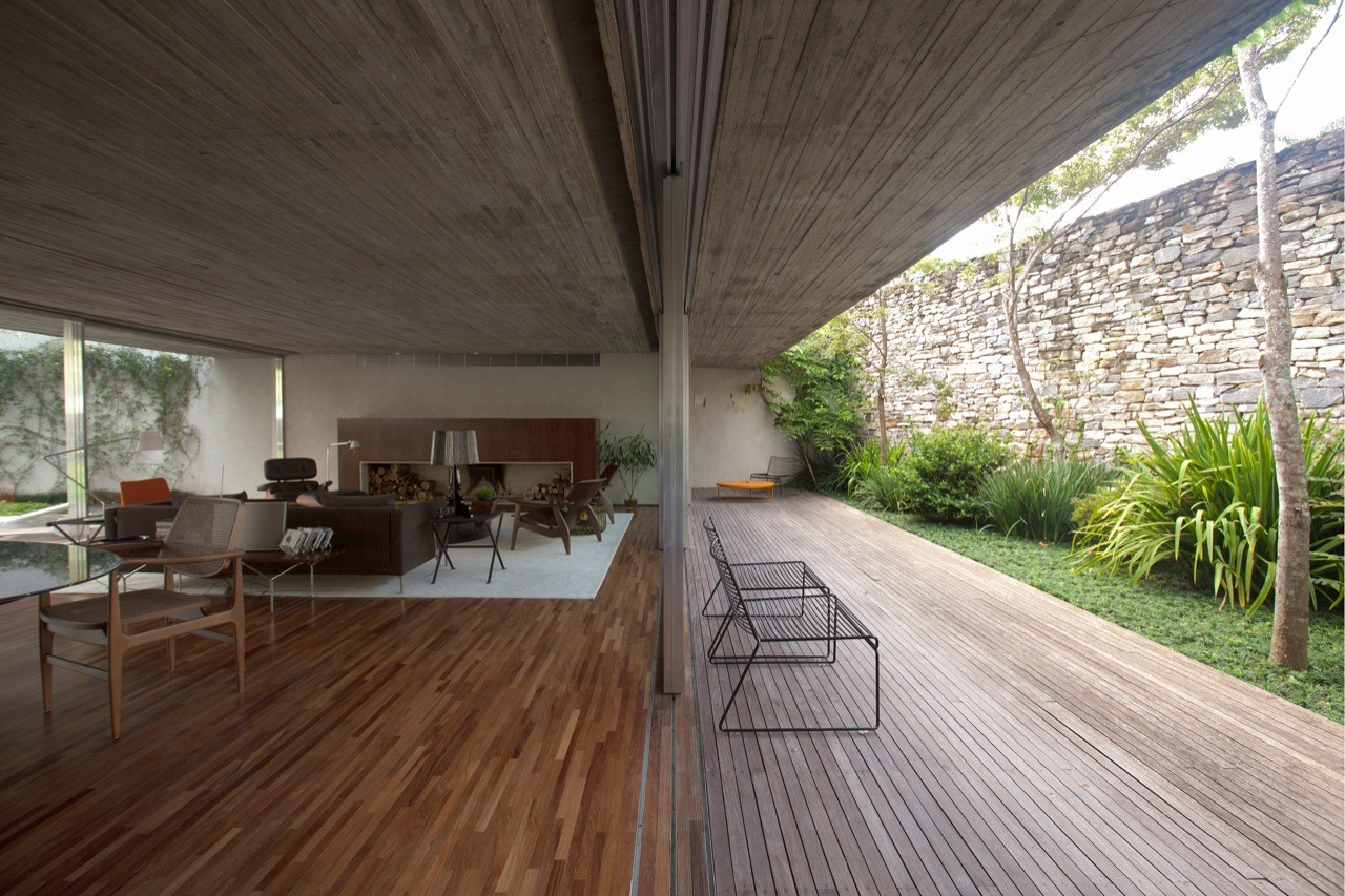 Gallery of chimney house marcio kogan 12 for House design inside and outside