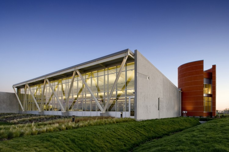 Valley-Hi North Laguna Library / Noll + Tam Architects, © David Wakely