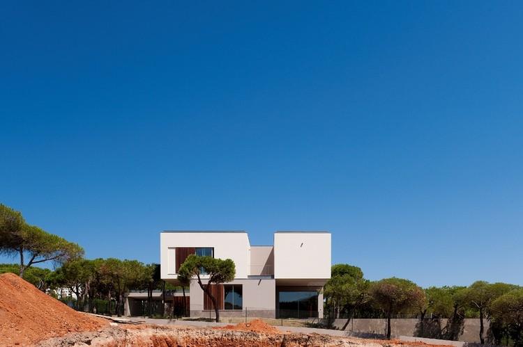 House in Praia Verde / Nelson Resende Arquitecto, © Fernando Guerra |  FG+SG