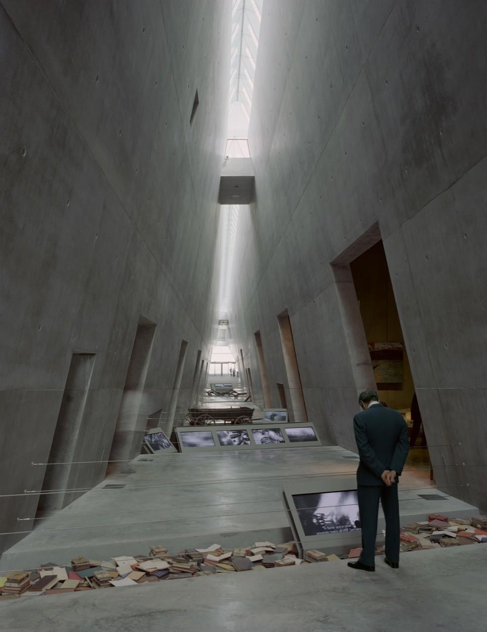 Flashback: Yad Vashem Holocaust Museum / Safdie Architects ...