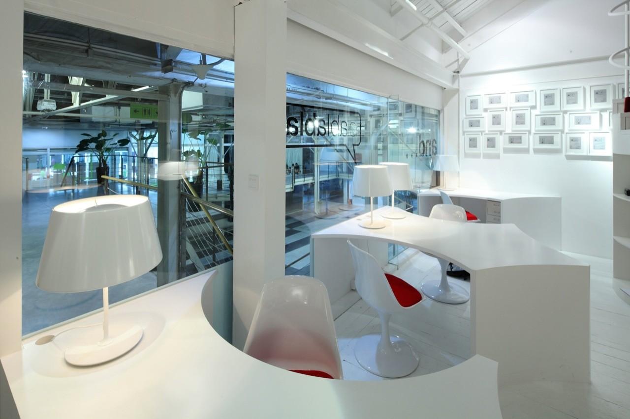 White And Superpress Superbla Office Interior Design