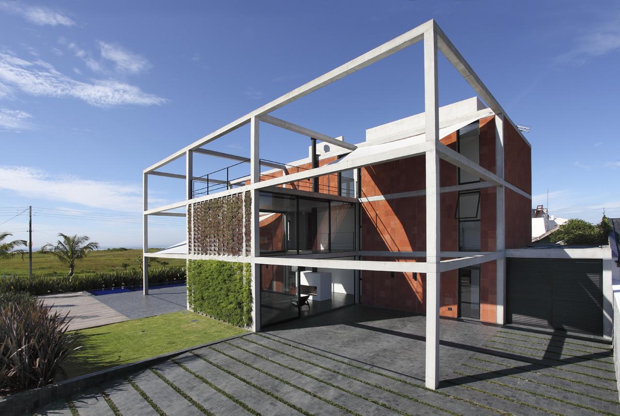 Casa atami marcos bertoldi arquitetos archdaily - Estructuras metalicas para casas ...