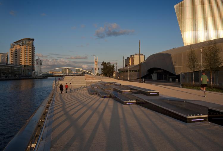 Trafford Wharf Promenade / FoRM Associates, © McCoy Wynne