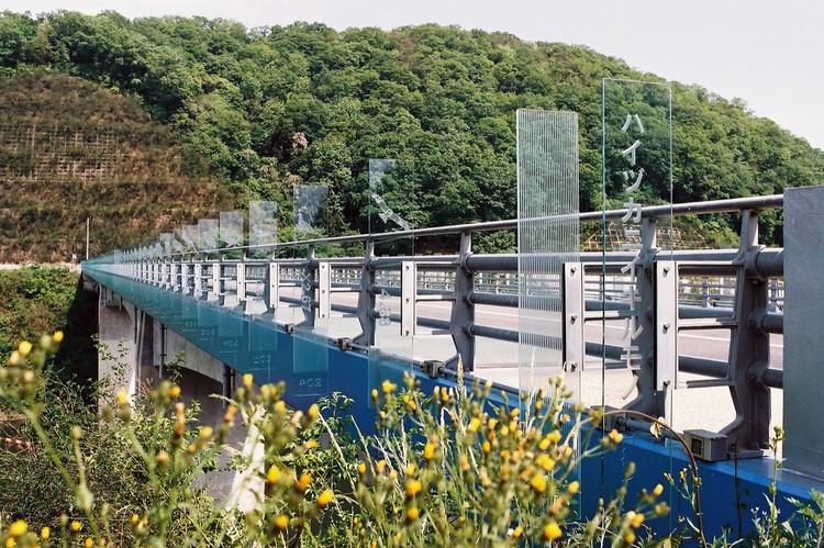 Glass Bridge / Hideki Yoshimatu  + archipro architects, © Hiroshi Date