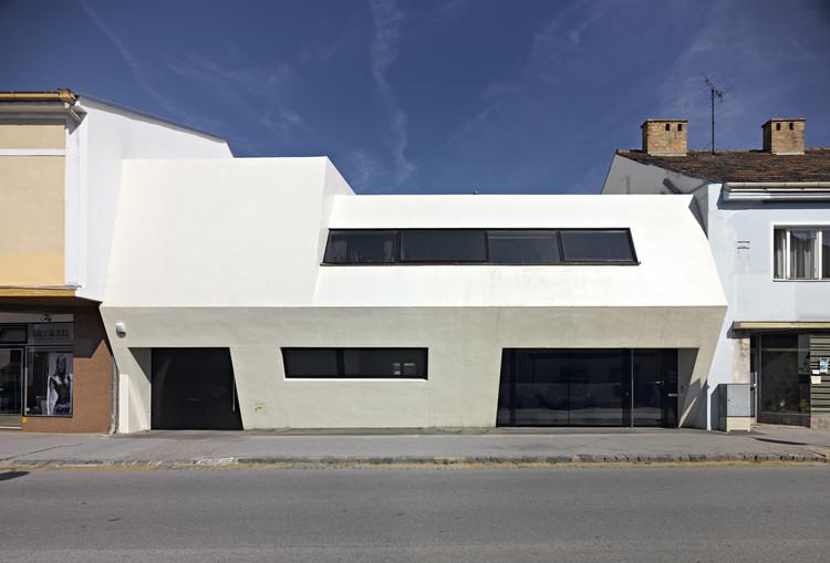 White Monolith / LOSTINARCHITECTURE, © Gebhard Sengmüller