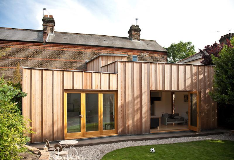 Timber Fin House / Neil Dusheiko Architects, © Neil Dusheiko Architects