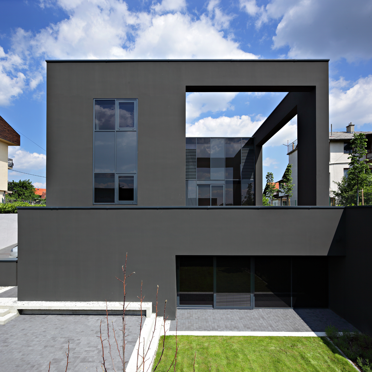 Gallery of black house dva arhitekta 5 for Casas pintadas exterior