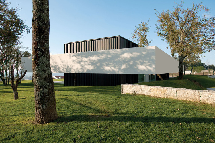 House in bom jesus topos atelier de arquitectura archdaily - Atelier arquitectura ...
