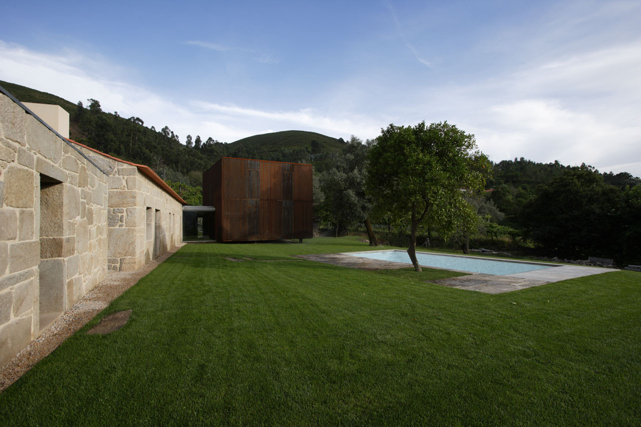Gallery of house in sequeiros topos atelier de - Atelier arquitectura ...