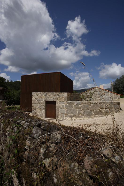House in Sequeiros / Topos Atelier de Arquitectura, © Xavier Antunes