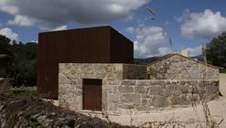 House in Sequeiros / Topos Atelier de Arquitectura