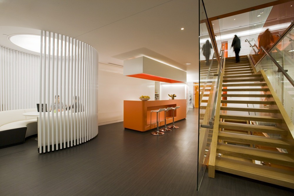 Astral media lemay archdaily for Kantoor interieur inspiratie