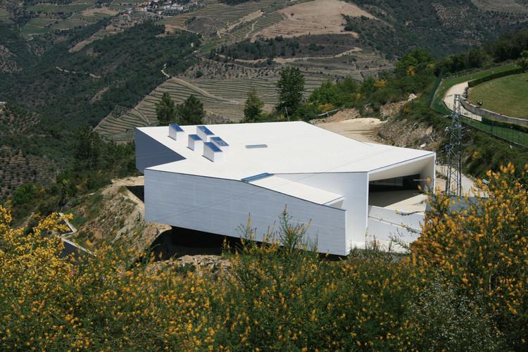 Tabuaço Municipal Pools / Topos Atelier de Arquitectura, © Xavier Antunes