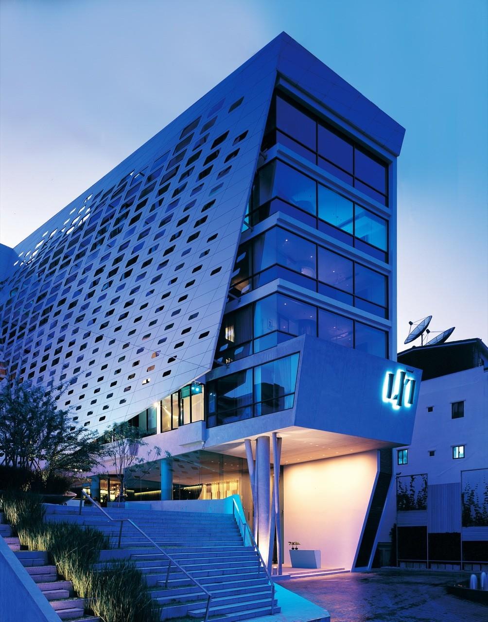 Gallery of lit bangkok vaslab architecture 4 for Bangkok architecture