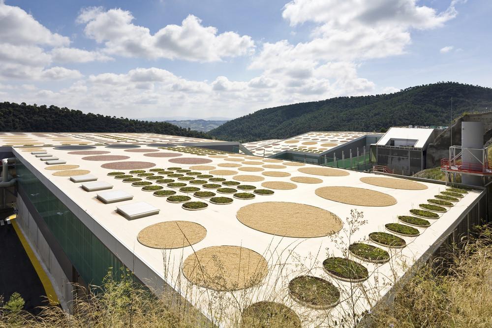 Waste Treatment Facility / Batlle & Roig Architects, © Francisco Urrutia