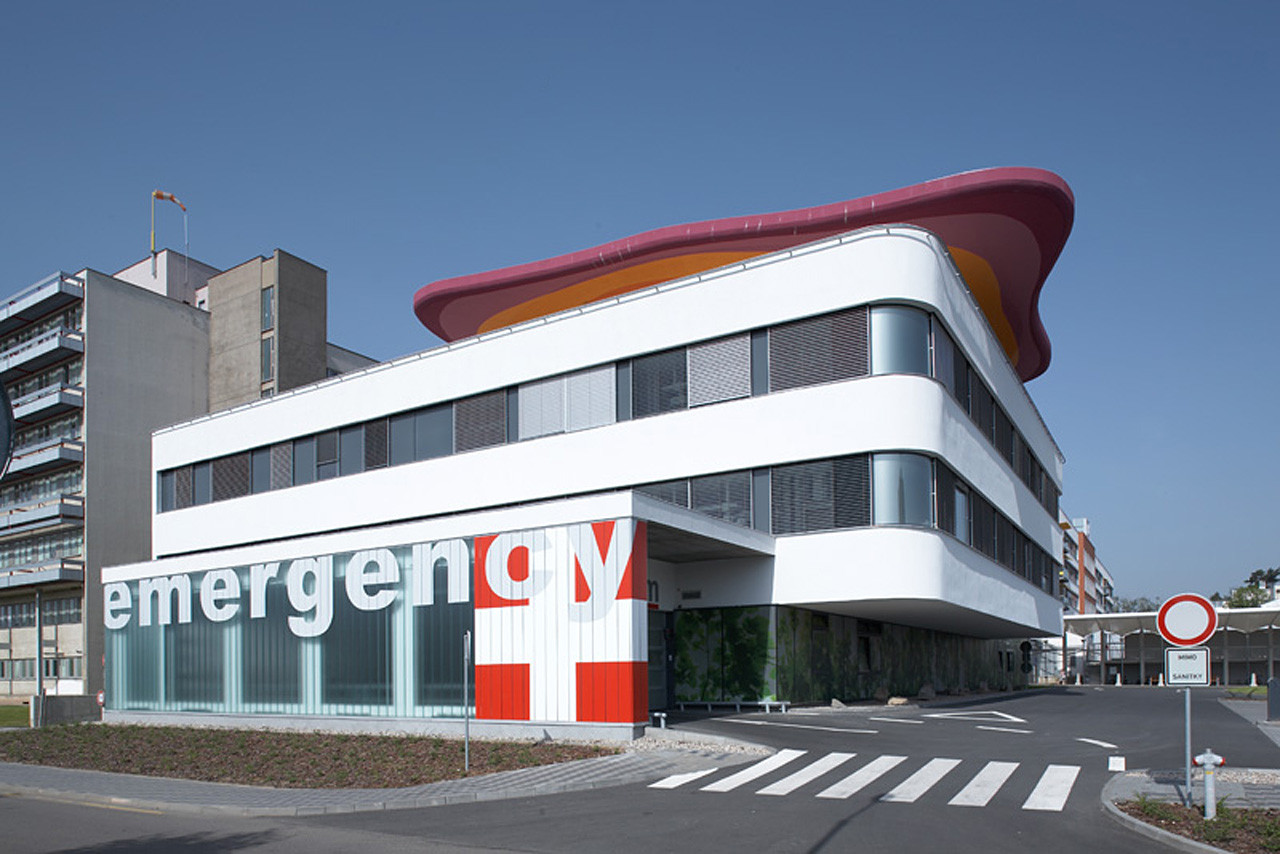Emergency pavilion in teaching hospital domy archdaily - Hospital planning and designing books pdf ...