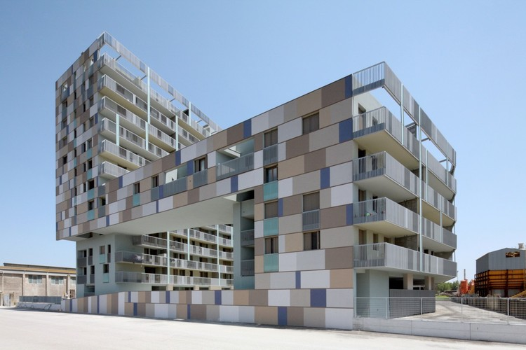 Apartment building on the harbour / Zucchi & Partners, © Cino Zucchi