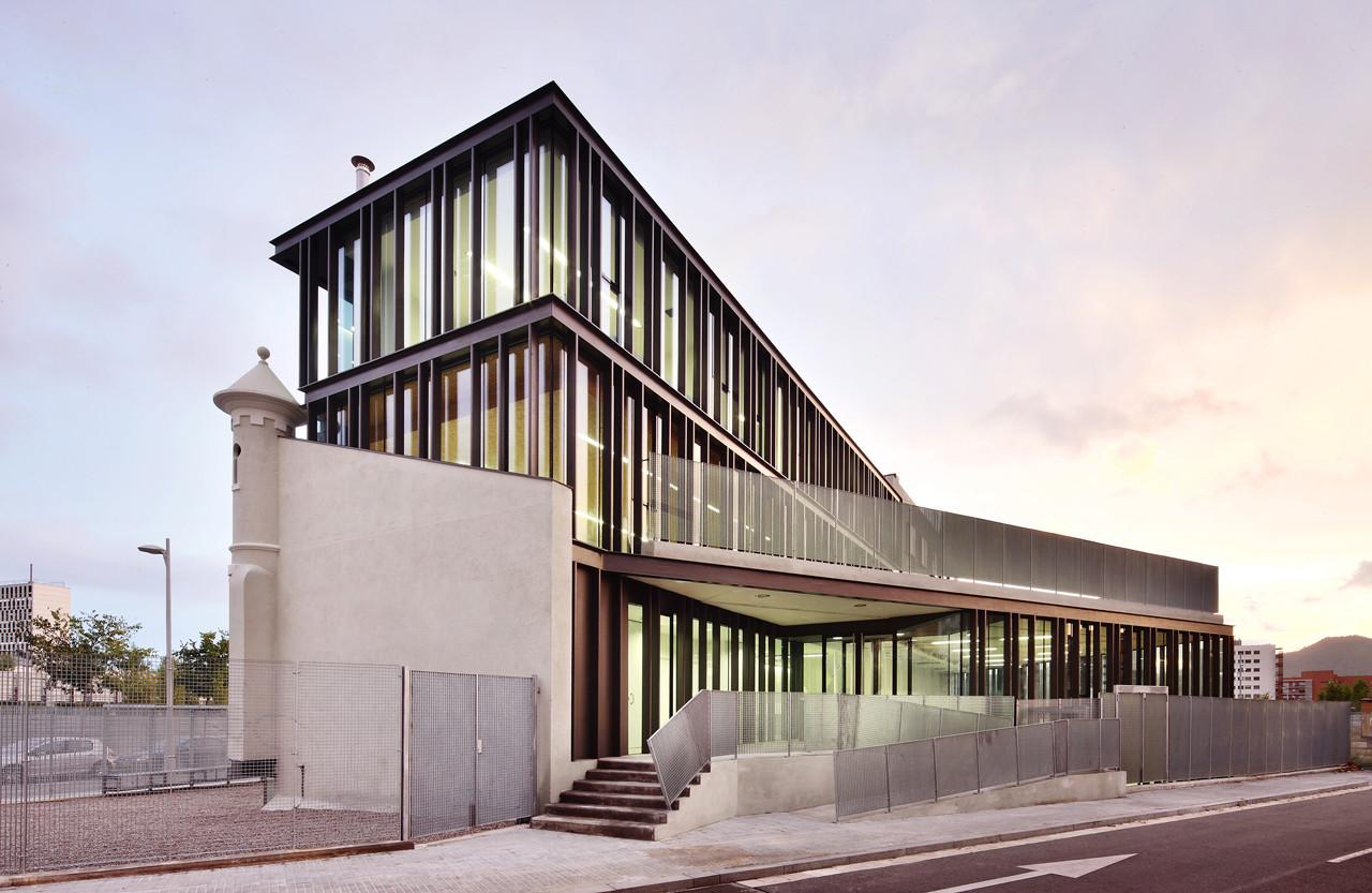 Sant miquel school pepe gasc n archdaily - Arquitectura barcelona ...