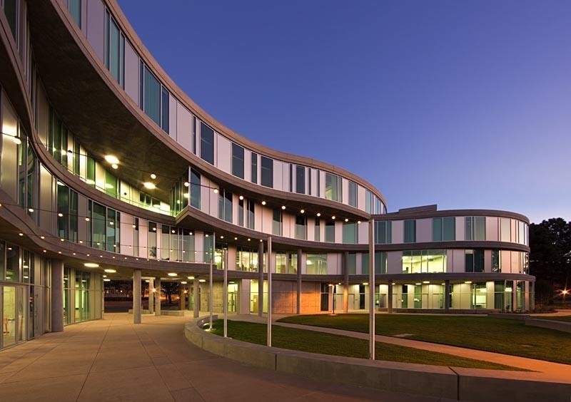 Humanities Gateway / Fentress Architects, © Heliphoto