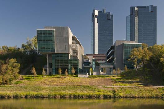 Tarrant County College / Bing Thom Architects