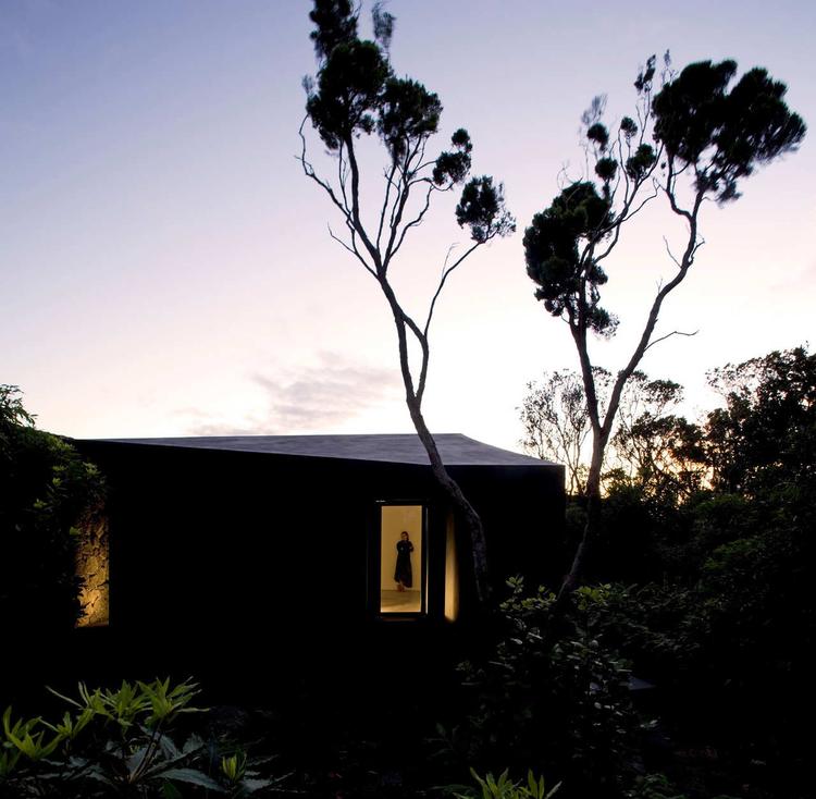 Gruta das Torres Visitor Centre / SAMI-architectos, © Fernando Guerra |  FG+SG