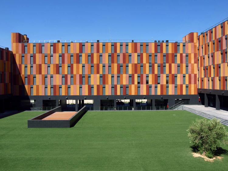 132 Houses With Public Protection / Aguinaga y Asociados Arquitectos, © José Latova
