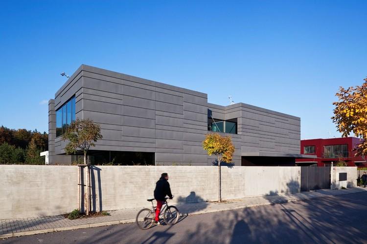 Family House In Kunratice / Aulík Fišer Architects, © Andrea Thiel Lhotáková