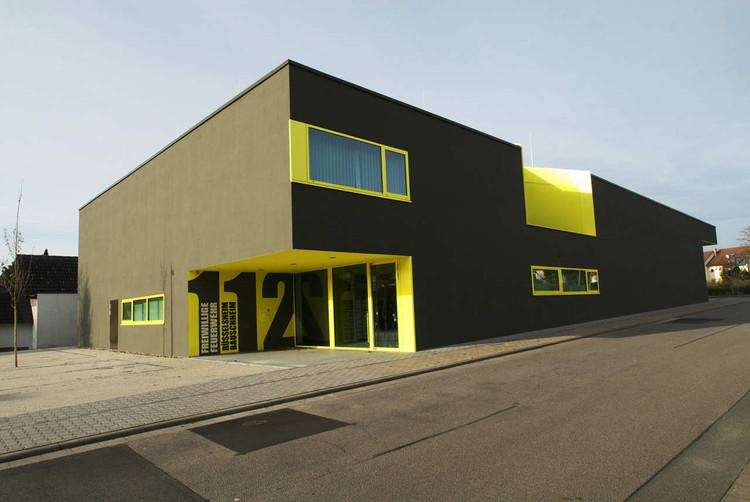 Fire Station Russelsheim Bauschheim / SYRA_Schoyerer Architekten, © Stefan Klomfass