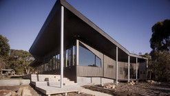 Courtyard House Somers / Opat Architects